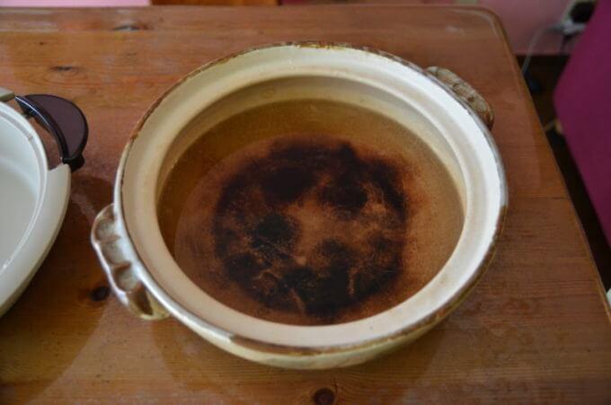 土鍋に水を張った所